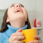Как и чем можно полоскать горло при ангине?